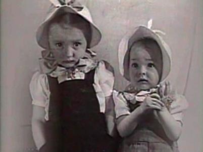 Сестры Настя и Марианна в детстве