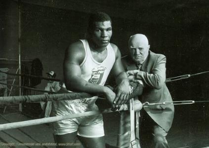 Майк и его тренер Кас Д'Амато