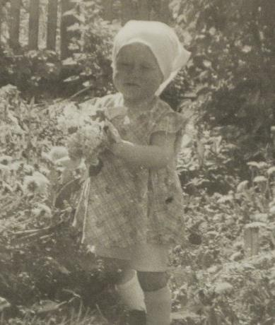 Люда Зыкина в раннем детстве