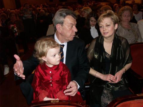 Вячеслав Шалевич с последней женой Татьяной Виноградовой и дочкой Аней в театре