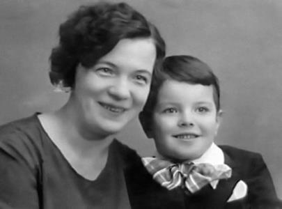 Слава Шалевич в детстве с мамой