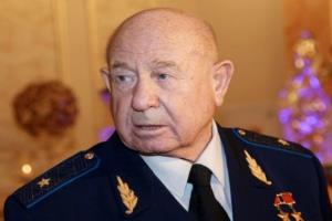 Алексей Леонов - Первый! В открытом космосе!