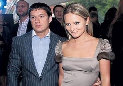 С Максимом Дана рассталась со скандалом в 2008-м.