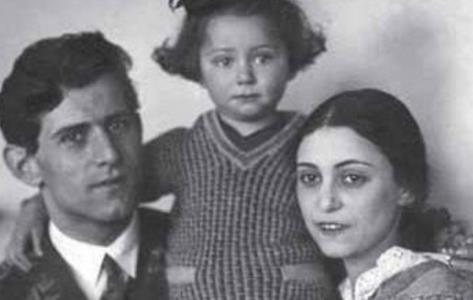Майя Плисецкая с родителями в детстве