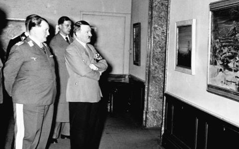 Гитлер, сам талантливый художник, был художником-реалистом