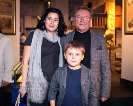Сергей Шакуров с женой Екатериной Бабаловой и сыном Маратом