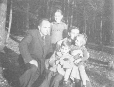 Степан Бандера с семьей.