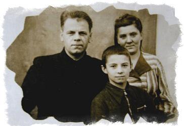 Анатолии Кашпировский в детстве с родителями