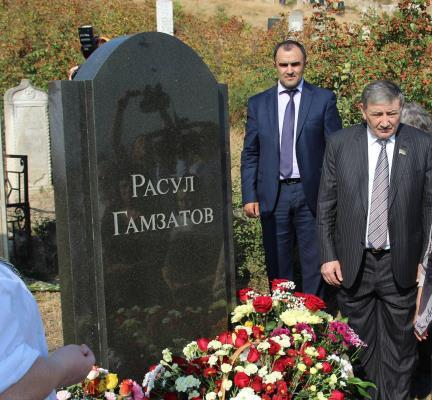 Могила поэта Расула Гамзатова