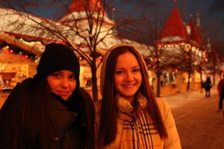 Агата Муцениеце с сестрой