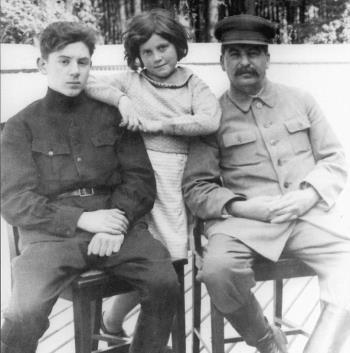 Сталин с детьми Василием и Светланой