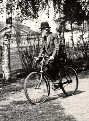 До самой смерти Циолковский не расставался с велосипедом