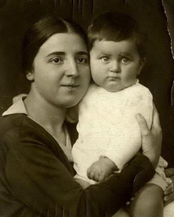 Вася Сталин с мамой Надеждой Аллилуевой