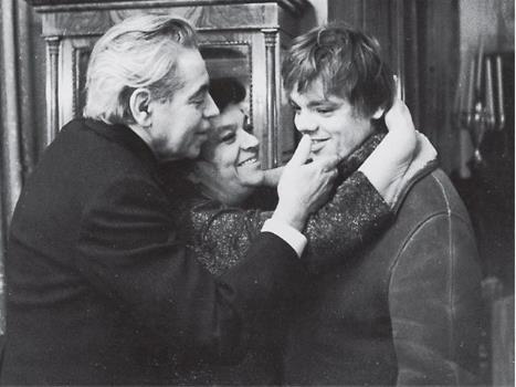 Константин Райкин в молодости с родителями