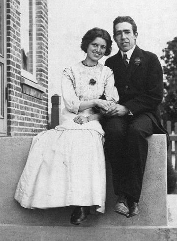 Брак Нильса Бора и Маргарет Норлунд принес счастье обоим. 1911 г.
