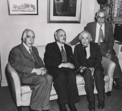 1951 год,Стокгольм,Швеция.Лауреаты Нобелевской премии Нильс Бор, Джеймс Франк и  Альберт Энштейн