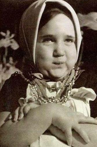 Галя Волчек в детстве