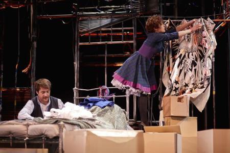 Первая работа Волчек, как режиссера по пьесе Гибсона «Двое на качелях», которую и сейчас продолжают играть..