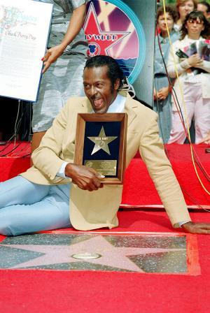 Чак Берри на голливудской Аллее славы со своей табличкой. 1987 г.