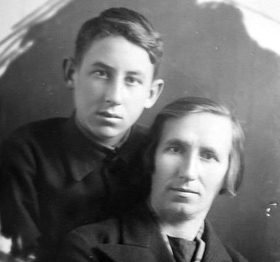 Владимир Басов в юности