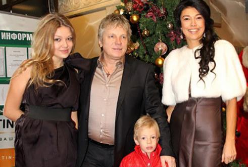 Виктор Салтыков с семьей...женой Ириной Метлиной и детьми
