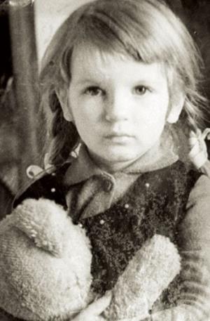 Аня Ардова в детстве