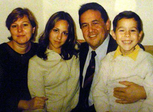 Ренат с женой Альбиной и детьми