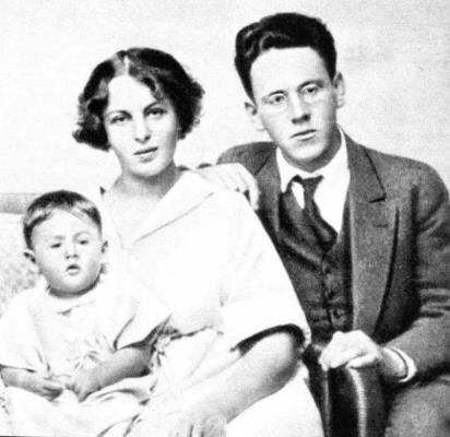 Самуил Маршак с женой Софией и дочкой Натанэль