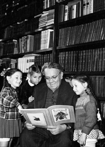 Самуил Маршак с детьми