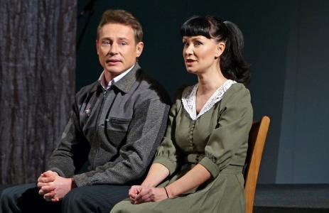 Нонна Гришаева на сцене театра в роли Дениз