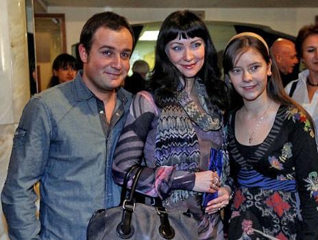 Нонна Гришаева с мужем и дочкой