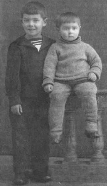 Юра Любимов с братом в детстве
