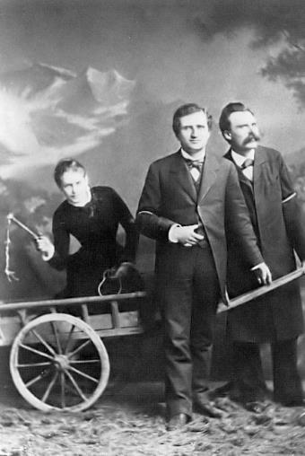 Лу Саломе в повозке, запряженной Паулем Рее и Фридрихом Ницше
