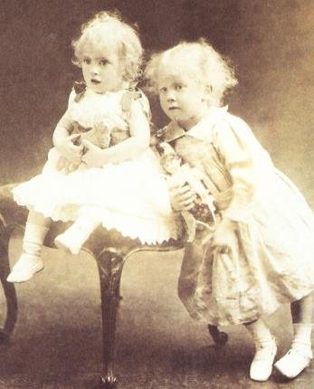 Джон Толкин с младшим братом в детстве