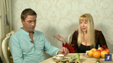 Ходят слухи, что Елена встречается с актером Олегом Каменщиковым