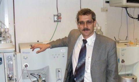 Химик Родченков в своей лаборатории