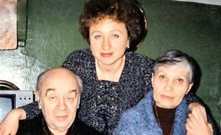 С дочерью Валентиной и женой Викторией