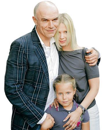 Сергей Мазаев с молодой женой Галиной и дочкой Анной