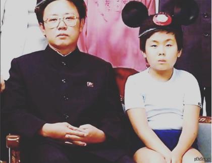 Ким Чен Ын со своим отцом Ким Чен Иром в детстве