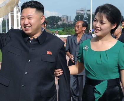 Ким Чен Ын c женой Ли Соль Чжу