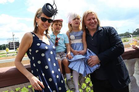 Виктор Дробыш с женой Татьяной и детьми