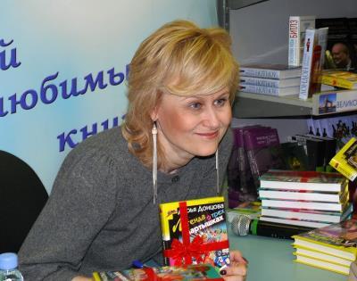 Дарья Донцова в работе
