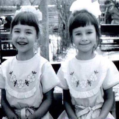 Наташа с сестрой