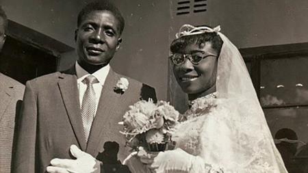 Роберт Мугабе с первой женой Салли