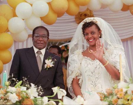 Роберт Мугабе и его супруга Грейс Маруфу