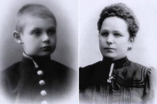 Гоша с мамой в детстве