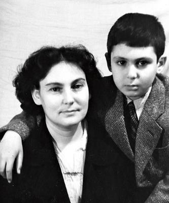 Ян Арлазоров с мамой