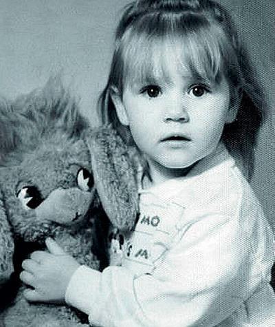Маша в детстве