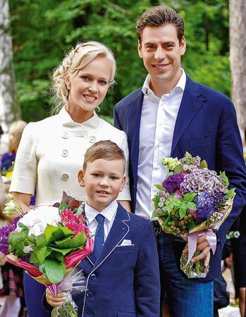 Дмитрий Дюжев с женой Татьяной Зайцевой и сыном