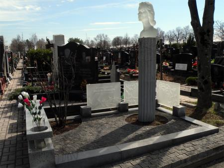 Могила Любови Полищук